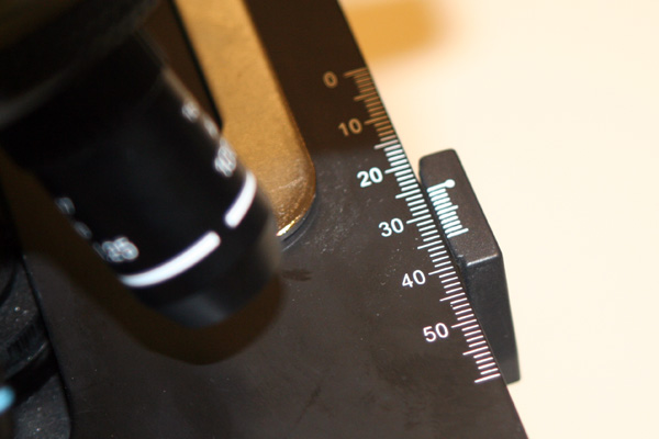 Mechanical stage scale